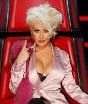 Кристина Агилера пришла на телевидение в вульгарном наряде