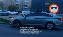 Под Киевом мужчина бросался под автомобили и требовал деньги