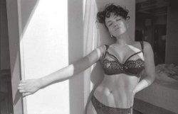 Сексуальная Даша Астафьева показала шикарное тело