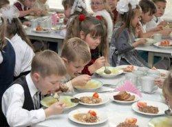 На Прикарпатье в школьной столовой отравились 11 детей