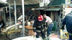 В Киеве горел рынок: пострадали люди