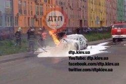 В Киеве сгорела Волга, обошлось без жертв