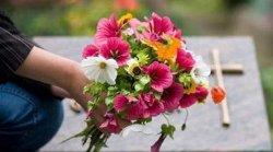 Поминальные дни: можно ли устраивать «пикники» на кладбище