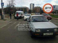 В Киеве иномарка сбила мужчину на пешеходном переходе