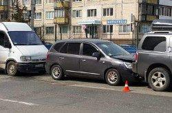 Автопроисшествие в Киеве: водитель разбил головой стекло иномарки