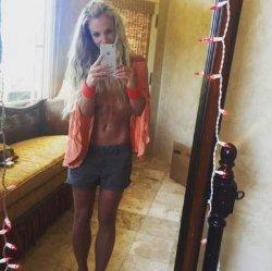 Бритни Спирс удивила фанатов роскошной фигурой