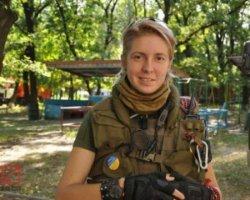 Волонтерка Яна Зінкевич вийшла з літака власними ногами