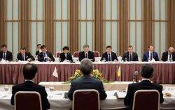 Порошенко призвал японцев принять участие в приватизации украинских портов и энергетики