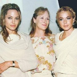 Линдси Лохан похвасталась старым фото с Анджелиной Джоли