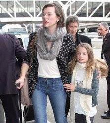 Мила Йовович показала свою очаровательную дочь