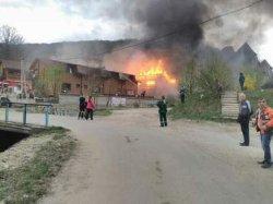 В Закарпатье сгорел отель, один человек погиб