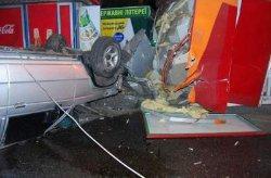 «Пьяное» ДТП в Киеве: автомобиль с военными врезался в киоск