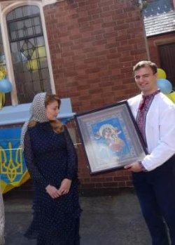 Тина Кароль открыла украинский центр в Британии