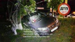 ДТП в Киеве: Hundai сбил девушку-пешехода на тротуаре