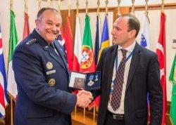 Порошенко наградил экс-командующего НАТО орденом Ярослава Мудрого