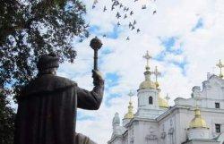 В Полтаве взорвали памятник гетману