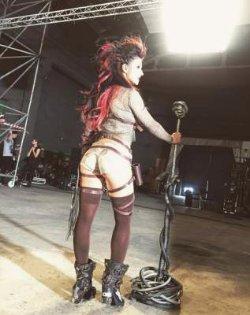 Певица Нюша шокировала публику своим внешним видом