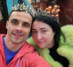 Лолита Милявская порадовала фанатов новым селфи с мужем