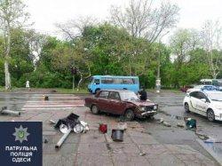 В Одессе автомобиль сбил четырех человек на тротуаре
