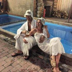 Королёва и Тарзан отметили годовщину в бане