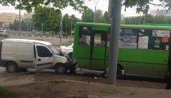 В Харькове «Fiat» врезался в маршрутку