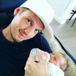 Солист Backstreet Boys показал новорожденного сына