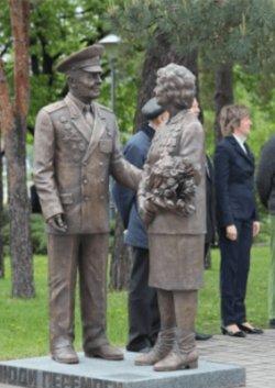 В Киеве открыли первый в Украине памятник ветеранам ВОВ