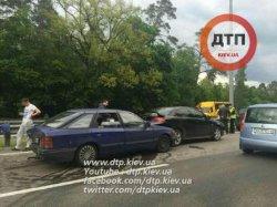 Масштабное ДТП в Киеве: столкнулись восемь автомобилей, есть пострадавшие
