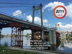 ЧП в Киеве: 23-летний парень сорвался с моста