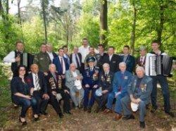Мэр Киева пообщался с ветеранами и прокатился с ними в трамвае до Пущи-Водицы