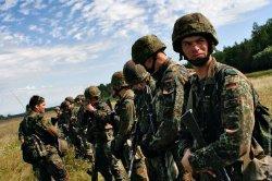 Германия впервые с 1990 года увеличивает армию