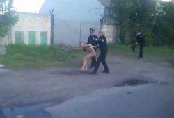 В Кременчуге полицейские ловили обнаженную девушку