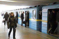 ЧП в Харькове: незрячая девушка упала под поезд метро