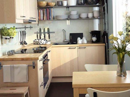 Как обустроить небольшую кухню?