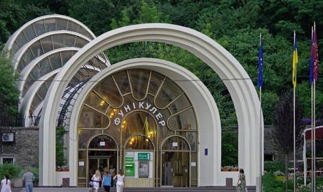 Киевский фуникулер с понедельника закроют на месяц для планового ремонта