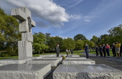 В Варшаве Порошенко почтил память жертв Волынской трагедии