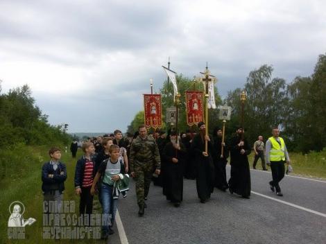 Около 5 тыс. верующих УПЦ МП вышли из Почаева навстречу Крестному ходу с Донбасса