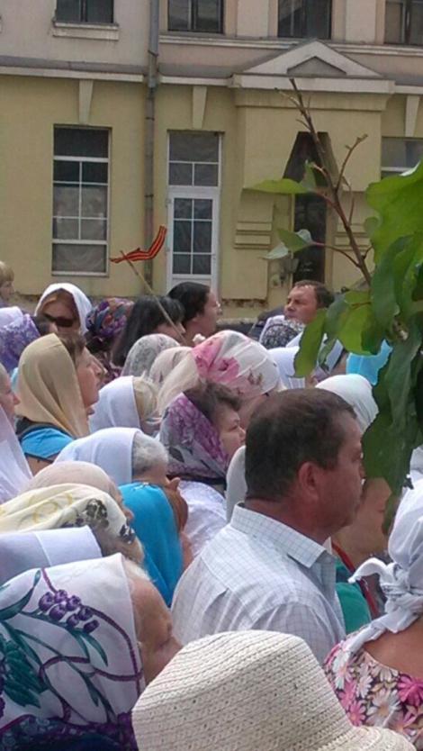 Верующие УПЦ МП с георгиевскими лентами двинулись из Харькова на Киев