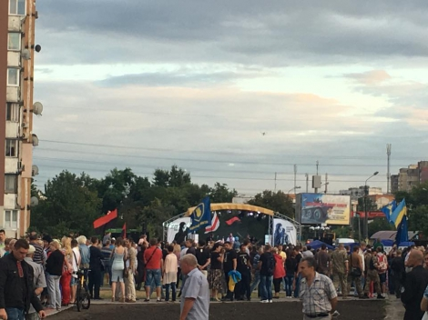 На Троещине открыли первый в Киеве памятник добровольцу АТО