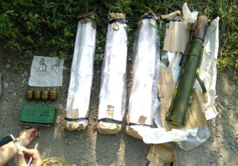 У Ясиноватой найден тайник с РПГ, минами, гранатами и сотнями патронов