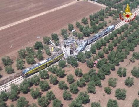 На юге Италии лоб в лоб столкнулись два пассажирских поезда: 20 погибших