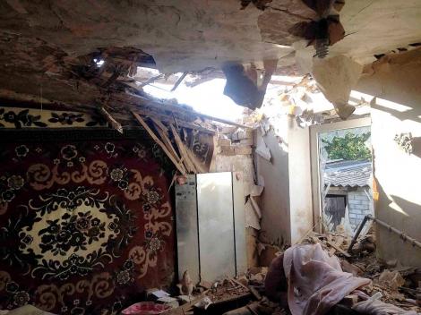 Опубликованы фото разрушенных домов после ночного обстрела Торецка