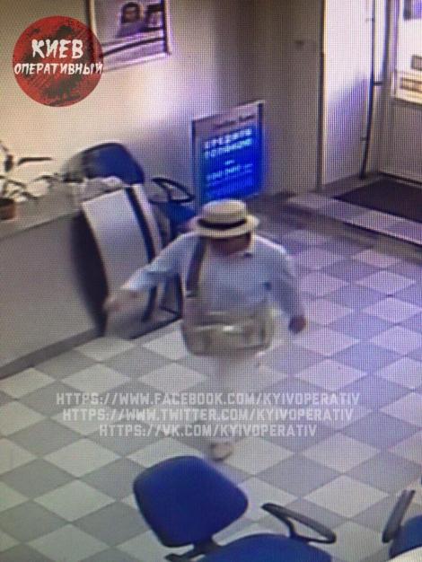 На улице Саксаганского в Киеве ограбили банк «Глобус», похититель вынес 100 тыс. грн
