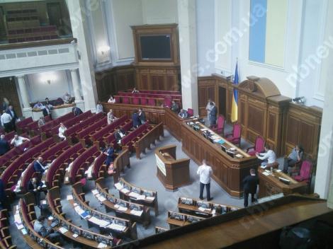 Парубий открыл заседание Рады, сидячего протеста под трибуной нет