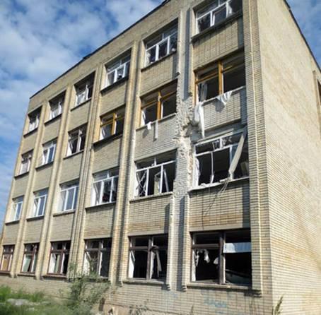 Боевики обстреляли школу в Красногоровке: опубликованы фото