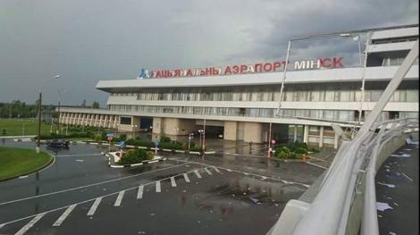 На Минск обрушилась непогода, в аэропорту столкнулись самолеты