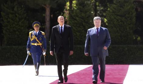 Порошенко проводит встречу с Алиевым «тет-а-тет», после  -  заседание совета президентов