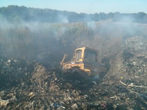 Под Киевом загорелась свалка, площадь пожара более гектара