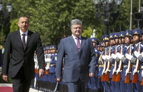 Порошенко и Алиев обсудили производство Ан-148 и проект «Одесса-Броды»