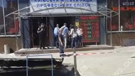 У кафе «Каратель» в Доме профсоюзов произошли стычки, активисты снесли забор
